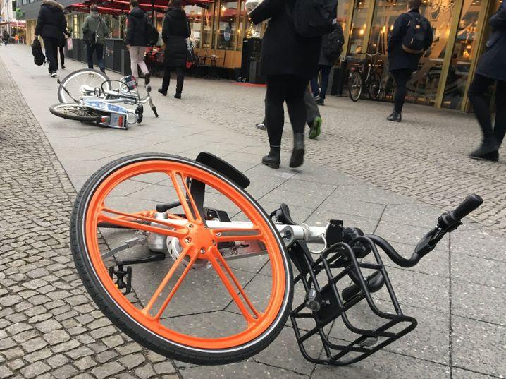 Umgewehte Leihfahrräder in Berlin