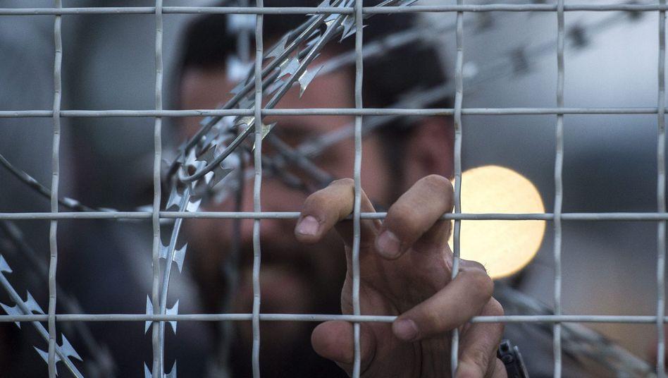 Grenzzaun von Mazedonien: Nur noch Flüchtlinge aus Syrien und Irak dürfen passieren