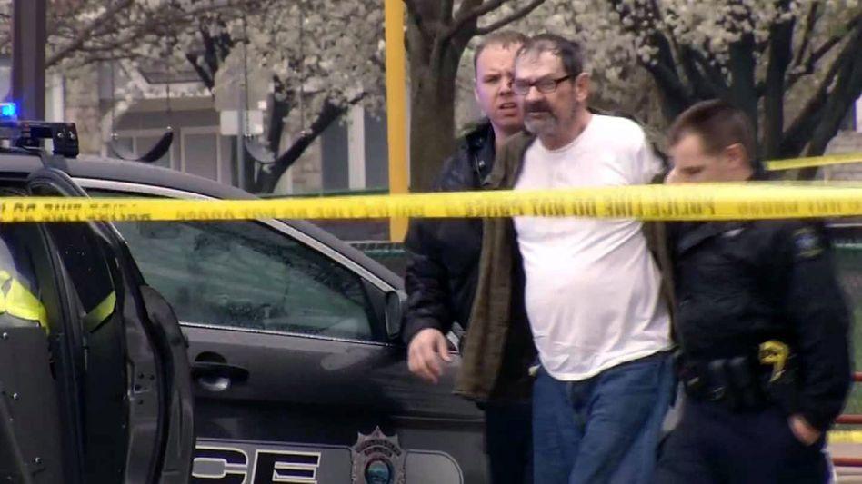 Frazier Glenn Cross bei der Festnahme am Sonntag: Höchststrafe für den 73-Jährigen gefordert