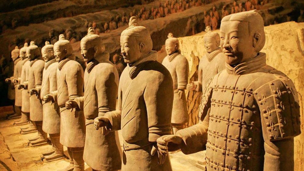 Farbrekonstruktion von Terrakotta-Kriegern: Der Bogenschütze und der General