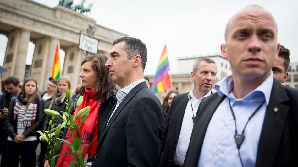 BKA-Personenschützer mit Grünen-Politikern Göring-Eckardt, Özdemir (Mitte)