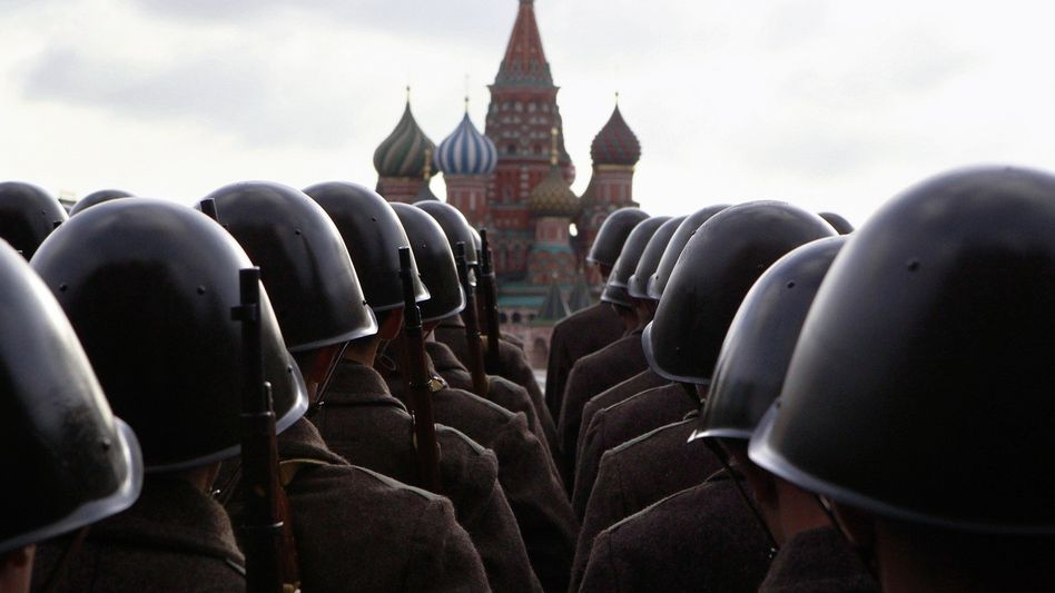 Militärparade auf dem Roten Platz in Moskau Aggression aus Schwäche
