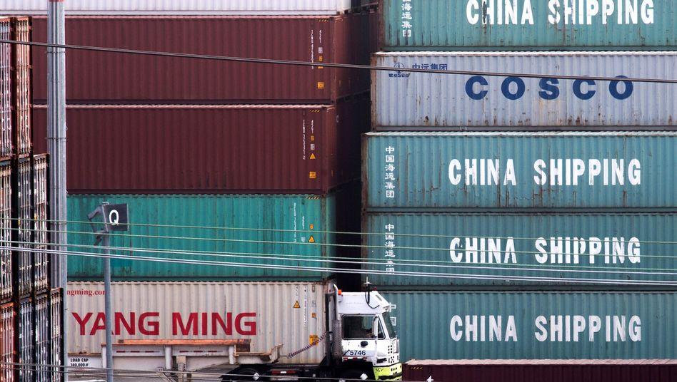 Chinesische Container im Hafen von Los Angeles