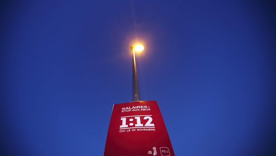 Plakat der 1:12-Initiative: Schweizer stimmen über Lohngrenze für Manager ab