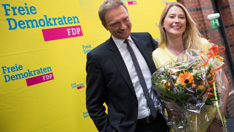 FDP-Politiker Lindner, Bremer FDP-Spitzenkandidatin Steiner in der Berliner Parteizentrale: Deutlich über sechs Prozent in Hamburg und Bremen geschafft