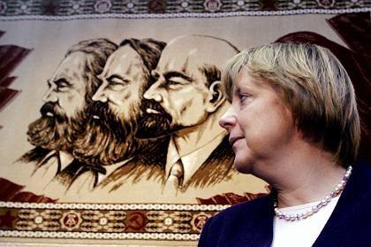 """Angela Merkel beim Besuch des Stasi-Museums in Berlin: """"Das Thema eignet sich nicht zum Parteienstreit"""""""