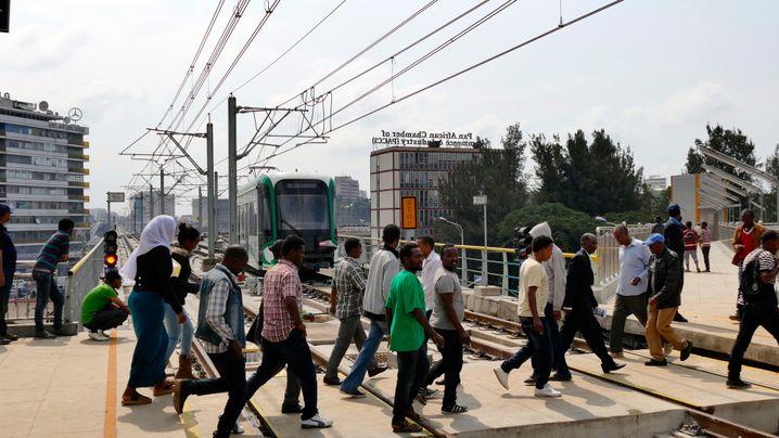 Gleisübergang: Stromausfälle sind in Äthiopien ein Problem - aber nicht für die Bahn