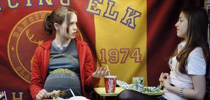 Teenager Juno (Ellen Page, l. mit Olivia Thirlby): Dickkopf als Rollenmodell