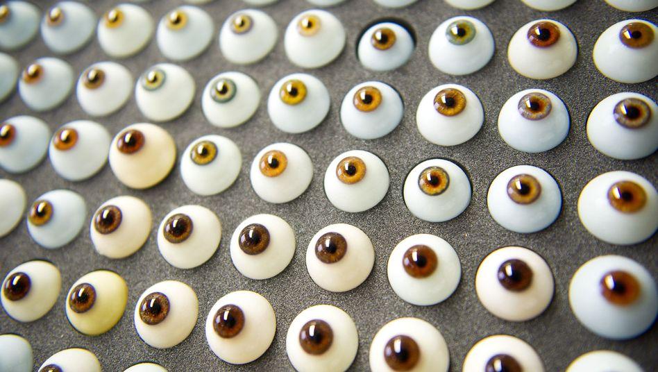 Augenprothesen (Symbolbild): Überwachung beginnt mit Speicherung