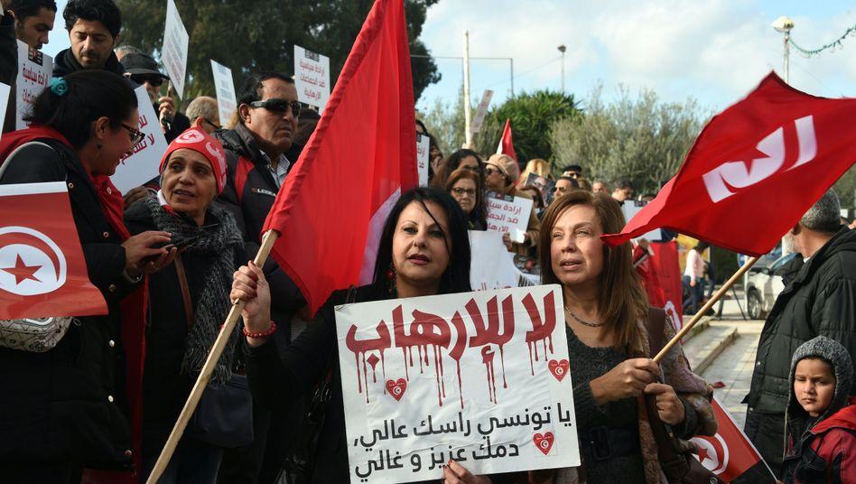 Protest gegen Islamisten in Tunis