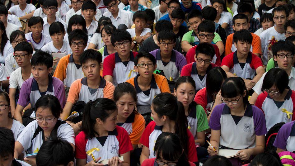 Hunderte Schüler protestieren: Die jungen Demonstranten nutzen WhatsApp, um sich zu verabreden