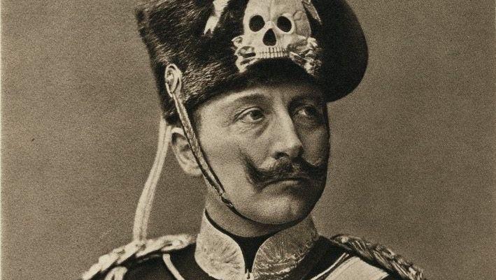 Wilhelm II. in der Uniform des preußischen Husarenregiments (1901)