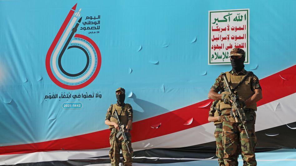 Kämpfer der Huthi-Rebellen bei einer Kundgebung in Sanaa