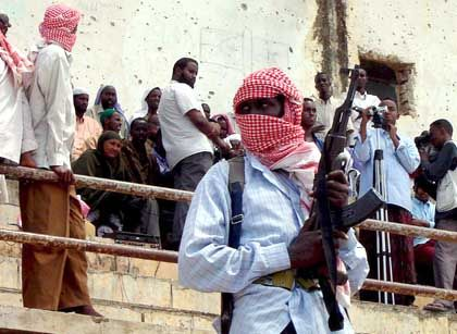 Islamistische Milizen in einem Stadion in Mogadischu:Neue Hüter der Moral