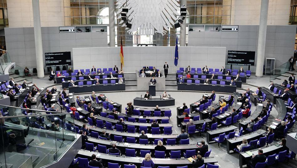 Blick in den Plenarsaal während der Debatte über das Infektionsschutzgesetz am Mittwoch