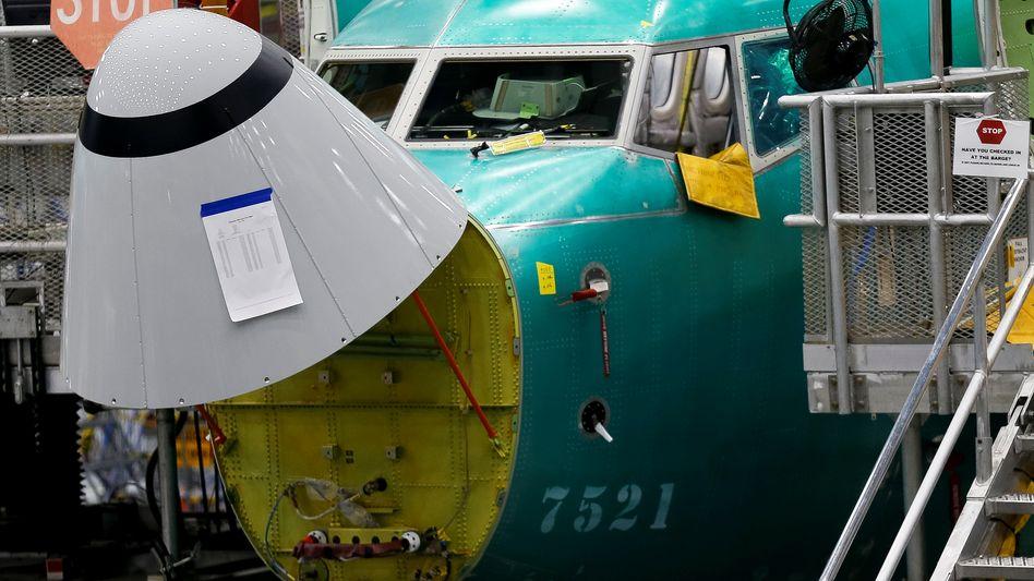 Arbeiten an einem Boeing 737-Max-Jet