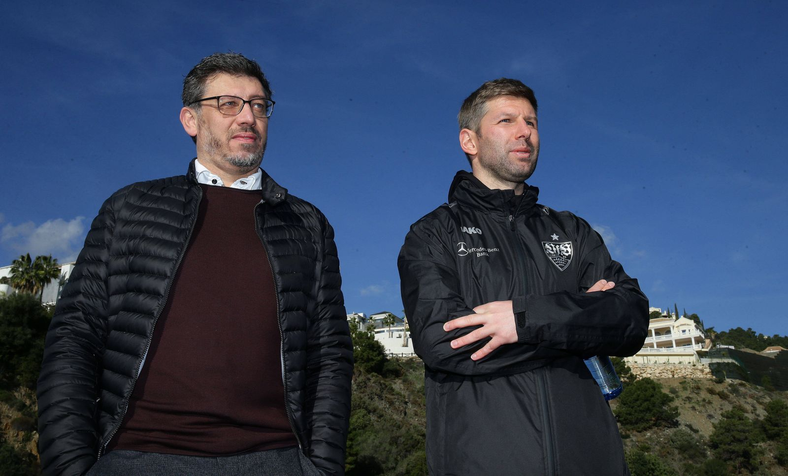 Marbella , Fußball Trainingslager VfB Stuttgart , von links: Claus Vogt ( Präsident ) / Thomas Hitzlsperger ( Vorstands