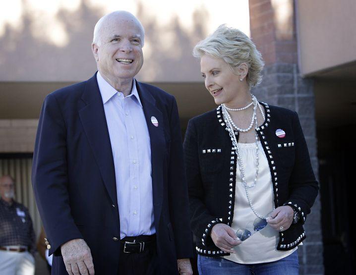 John McCain mit Ehefrau Cindy (2010)