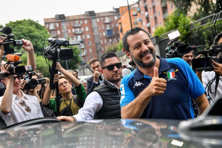Matteo Salvini nach seiner Stimmabgabe