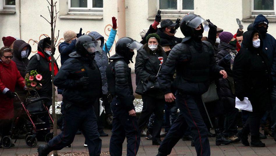 Polizeieinsatz bei einer Demo gegen Lukaschenko in Minsk (Aufnahme vom November 2020)