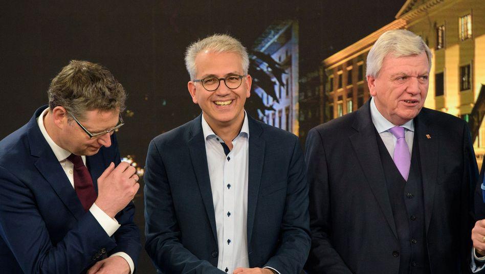 Thorsten Schäfer-Gümbel (SPD, v.l.), Tarek Al-Wazir (Grüne), Volker Bouffier (CDU)