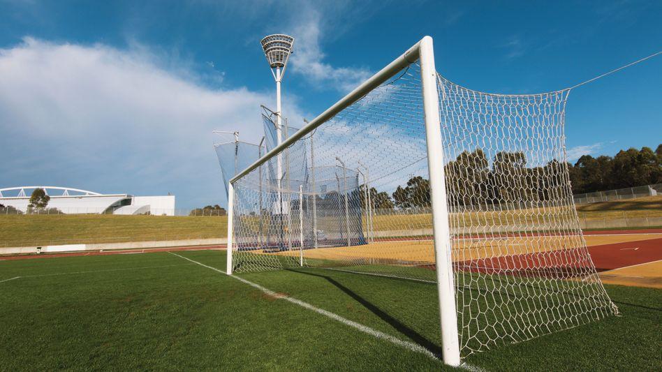 Fußballtor (Symbolbild): Verzögerungen bei der Spieltagsplanung in Frankfurt