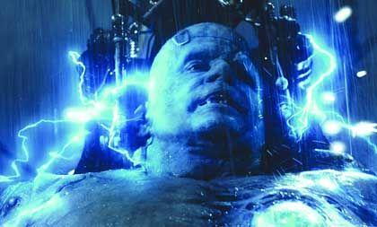 """Crossover-Blockbuster """"Van Helsing"""" (Filmszene mit Frankenstein): Horror-Promis im Dienst der Wertschöpfung"""