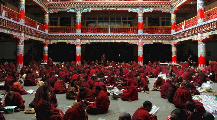 Studierende Mönche in Larung Gar
