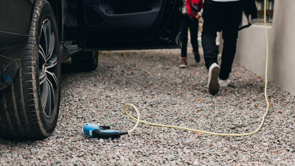 Plug-in-Hybride werden nicht immer geladen. Eine Studie zeigt nun, wie sehr der Verbrauch der Teilzeit-Stromer von den Werksangaben abweicht