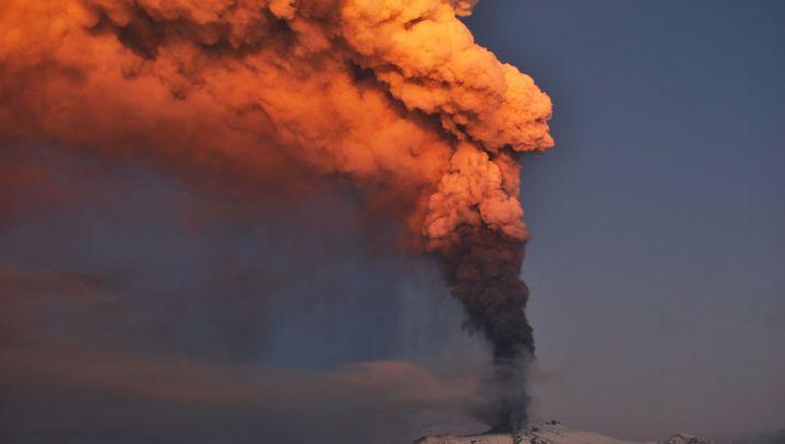Ätna-Aktivität: Der Vulkan spuckt