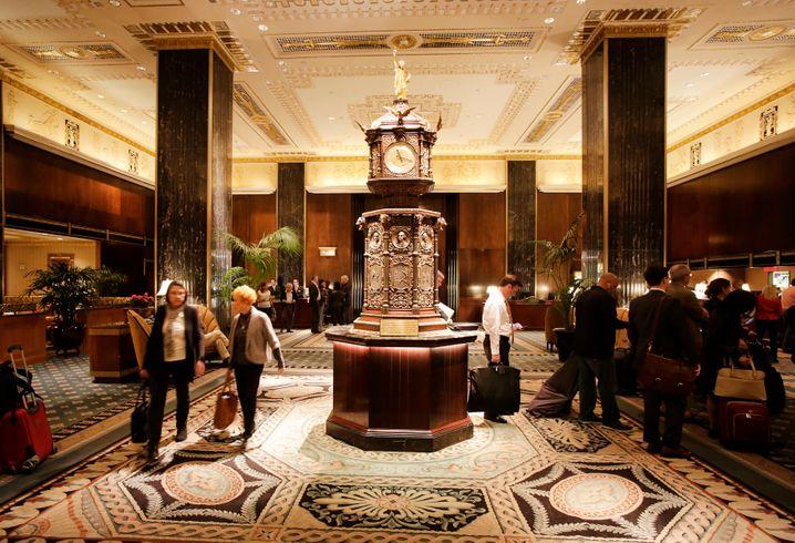 Dove sono le figurine?  Orologio della fiera mondiale nella hall Waldorf (2014)