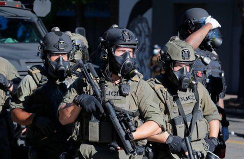 Seattle am Samstag: Polizisten in Wartestellung