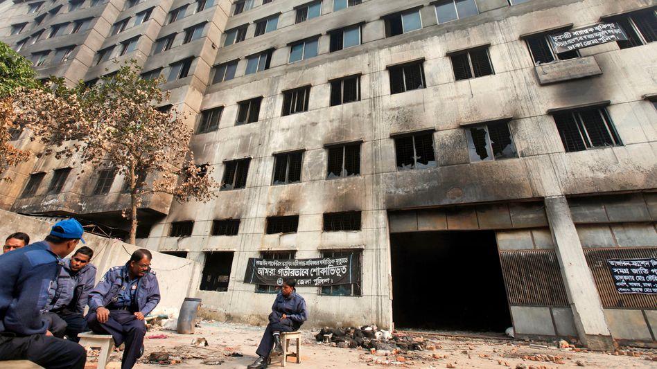 Fabrik in der Nähe von Dhaka: Bericht über Sicherheitsmängel wurde ignoriert