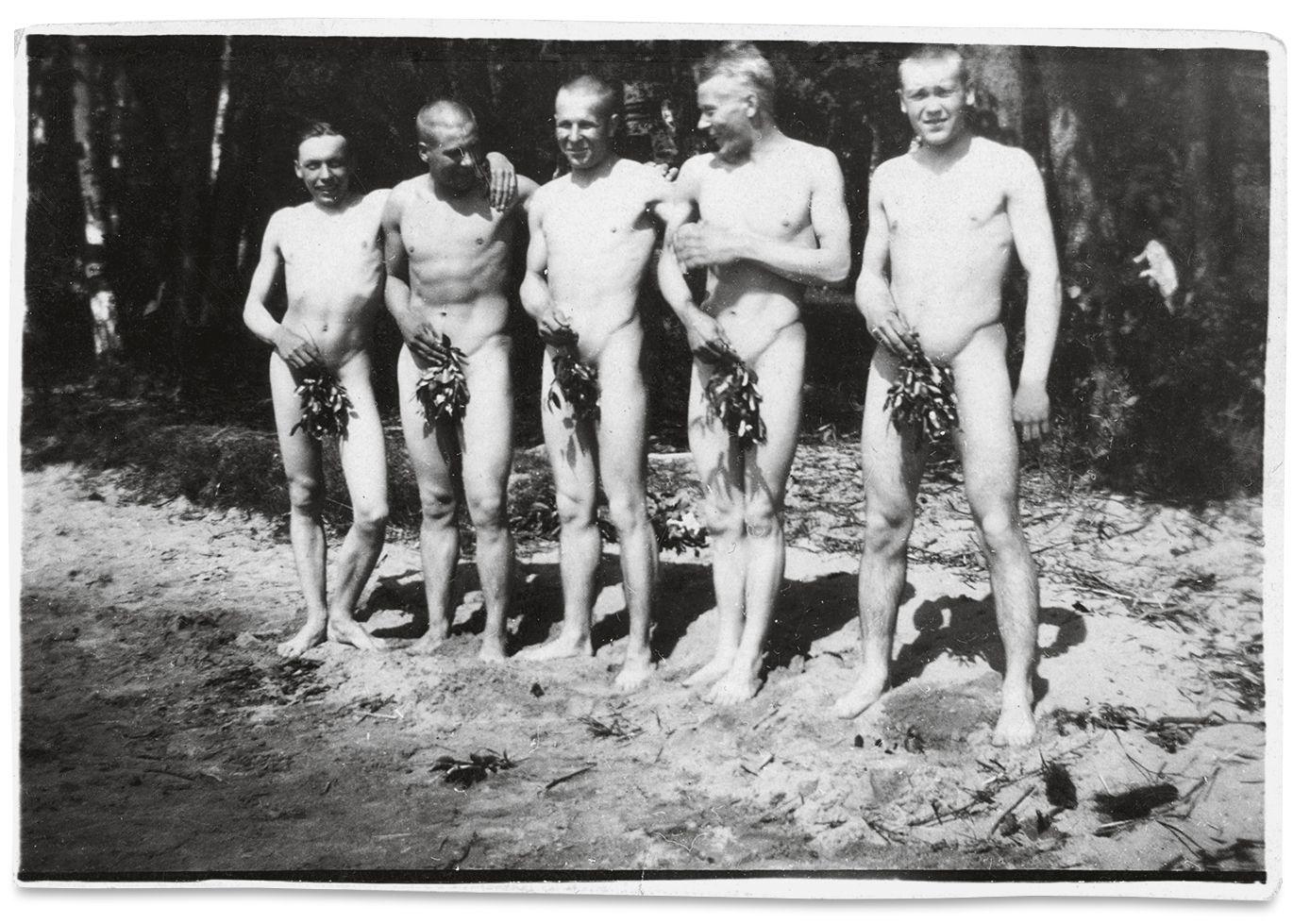 nur ihre unterhosen nackt ausgesetzt