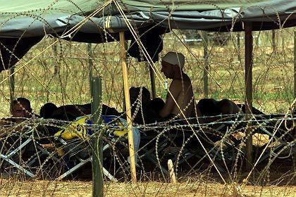 """Robles: Camp Bondsteel im Kosovo (im Juli 1999): """"Zustände wie in Guantanamo"""