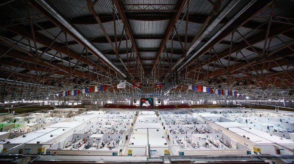 Behandlungszentrum für Corona-Patienten in einer Moskauer Eissporthalle: Wer den Zugang zu Impfstoffen kontrolliert, wird an Macht gewinnen