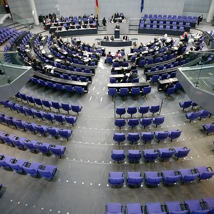 Bundestagsplenum: Auskunft über Einkünfte sorgt für Ärger