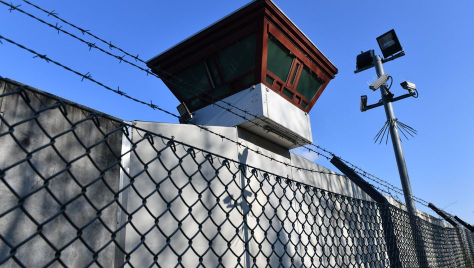 Justizvollzugsanstalt Tegel: Wie konnte es zu dem Fluchtversuch kommen?