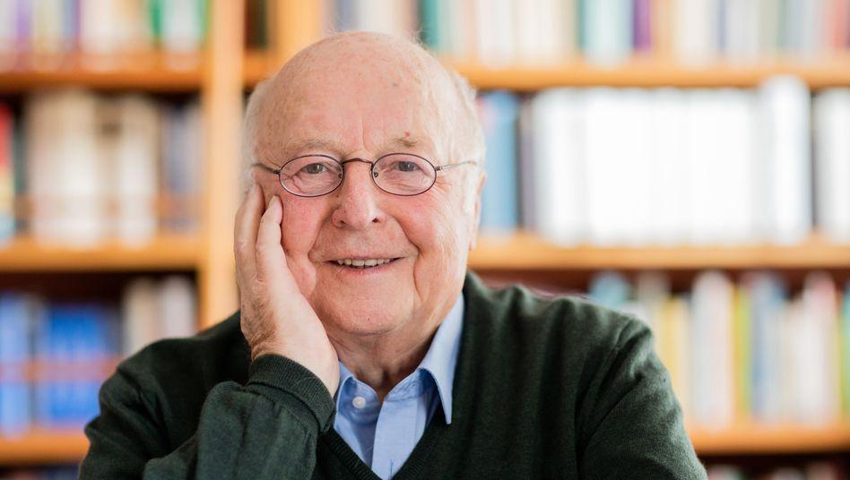 Norbert Blüm war 16 Jahre lang in den Kabinetten Helmut Kohls Minister für Arbeit und Soziales