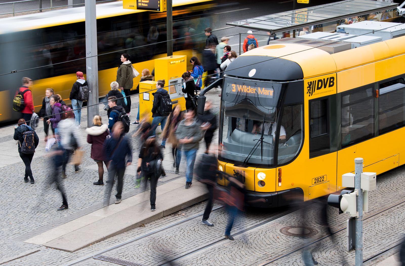 Straßenbahn und Bus