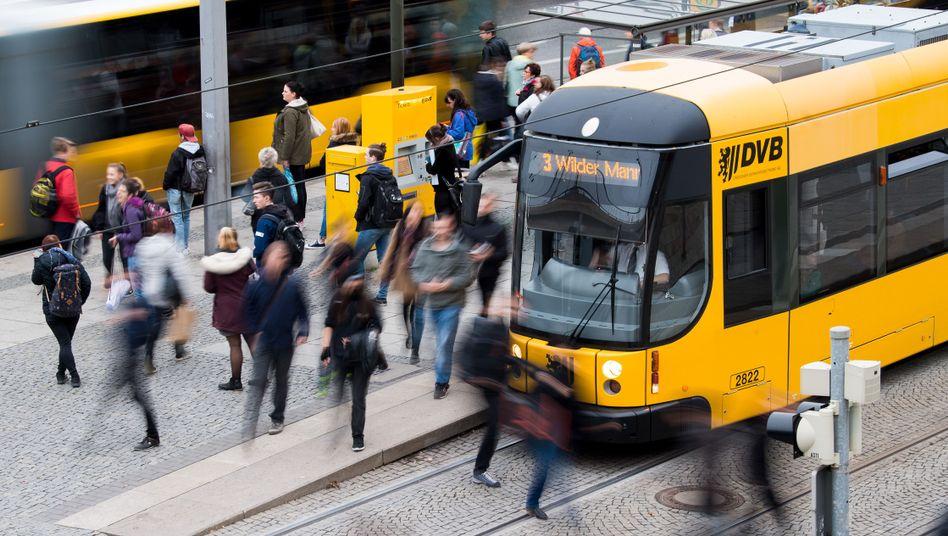 Haltestelle in Dresden: Zunächst sollen die Fördermittel verdoppelt werden