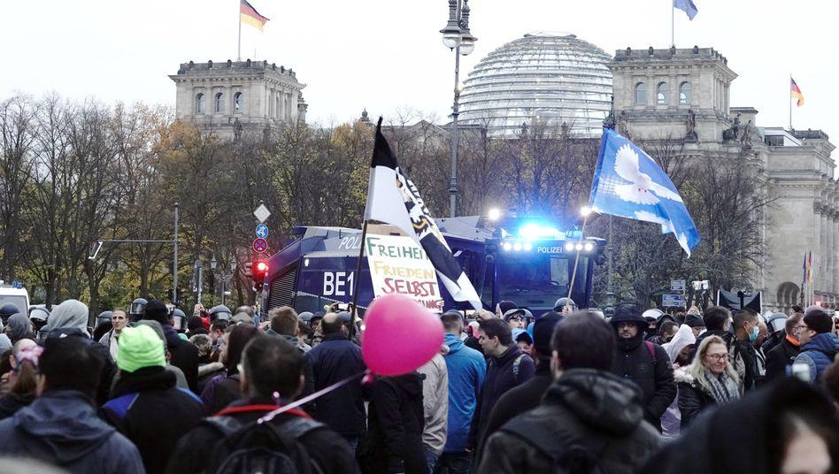 Polizeieinsatz in der Nähe des Reichstagsgebäudes