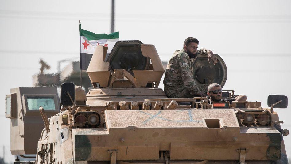 Syrischer Kämpfer in Akcakale