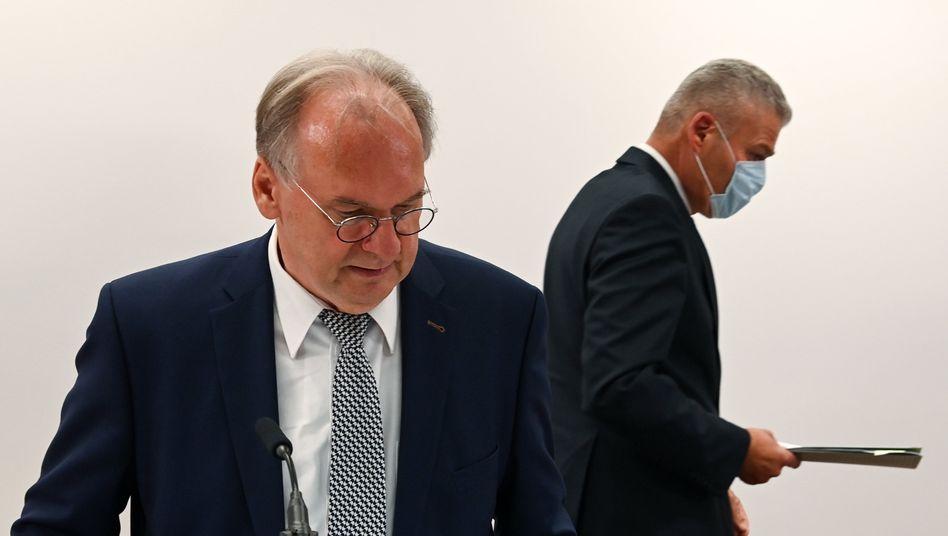Ministerpräsident Reiner Haseloff (CDU, l.) und Holger Stahlknecht (CDU), nun geschasster Innenminister von Sachsen-Anhalt