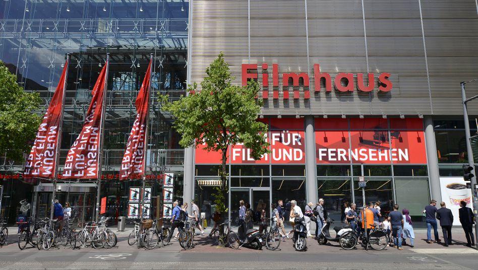 Fassade der deutschen Film- und Fernsehakademie Berlin