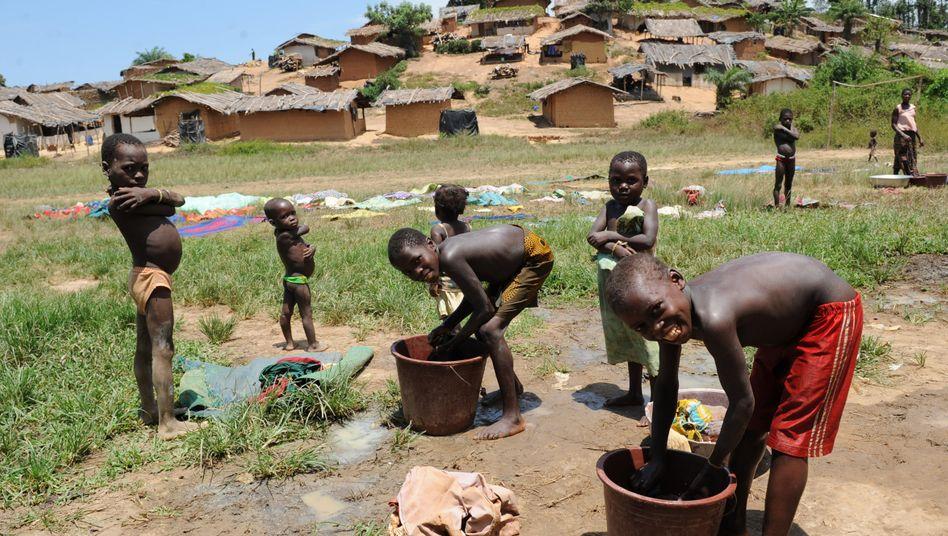 Dorf in der Elfenbeinküste: Zwei Millionen Kinder leisten gefährliche Arbeit in der Kakaoproduktion