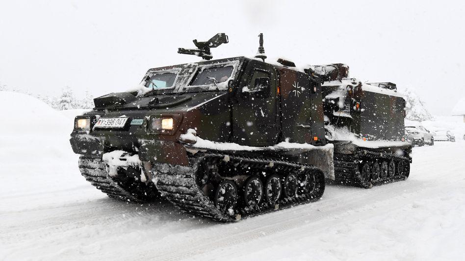 Kettenfahrzeug der Bundeswehr (am Donnerstag)