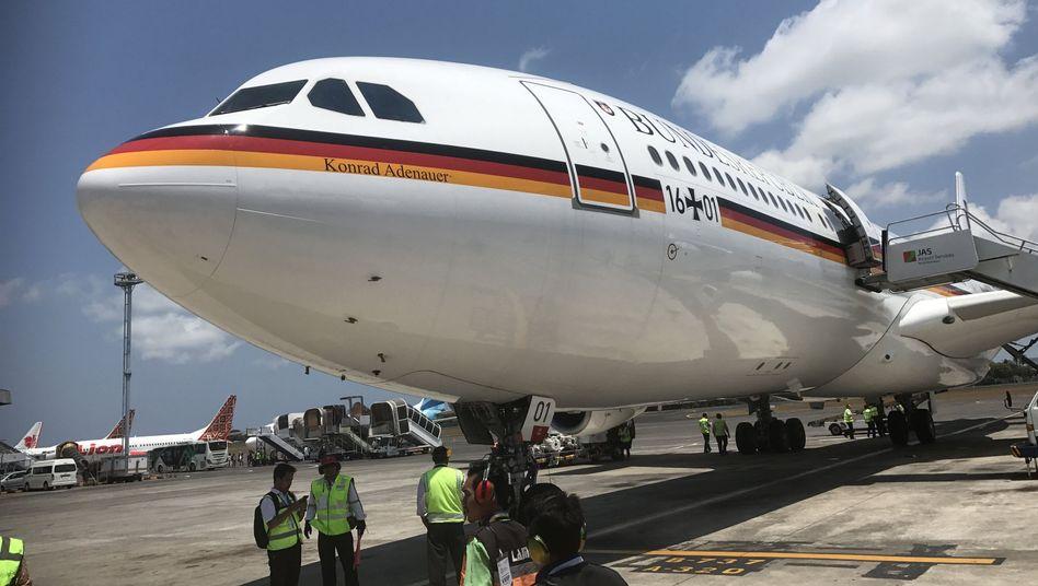 """Regierungsflugzeug """"Konrad Adenauer"""" auf dem Flughafen von Nusa Dua, Bali"""