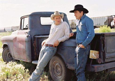 """Darsteller Ledger (links) und Jake Gyllenhaal in """"Brokeback Mountain"""": Darf ein Cowboy schwul sein?"""
