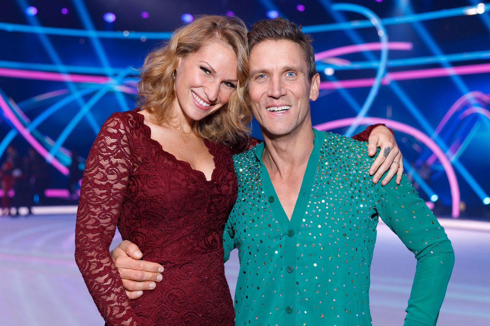 Peer Kusmagk mit Ehefrau Janni Hönscheid in der 5. Live-Sendung der zweiten Staffel der Sat.1 Show Dancing on Ice in de